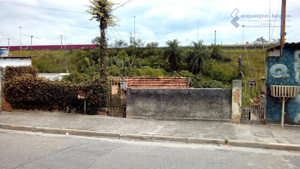 terreno com duas residências: 1: casa antiga, com 2 dormitórios para demolição. 2 casa: 3 dormitórios,...