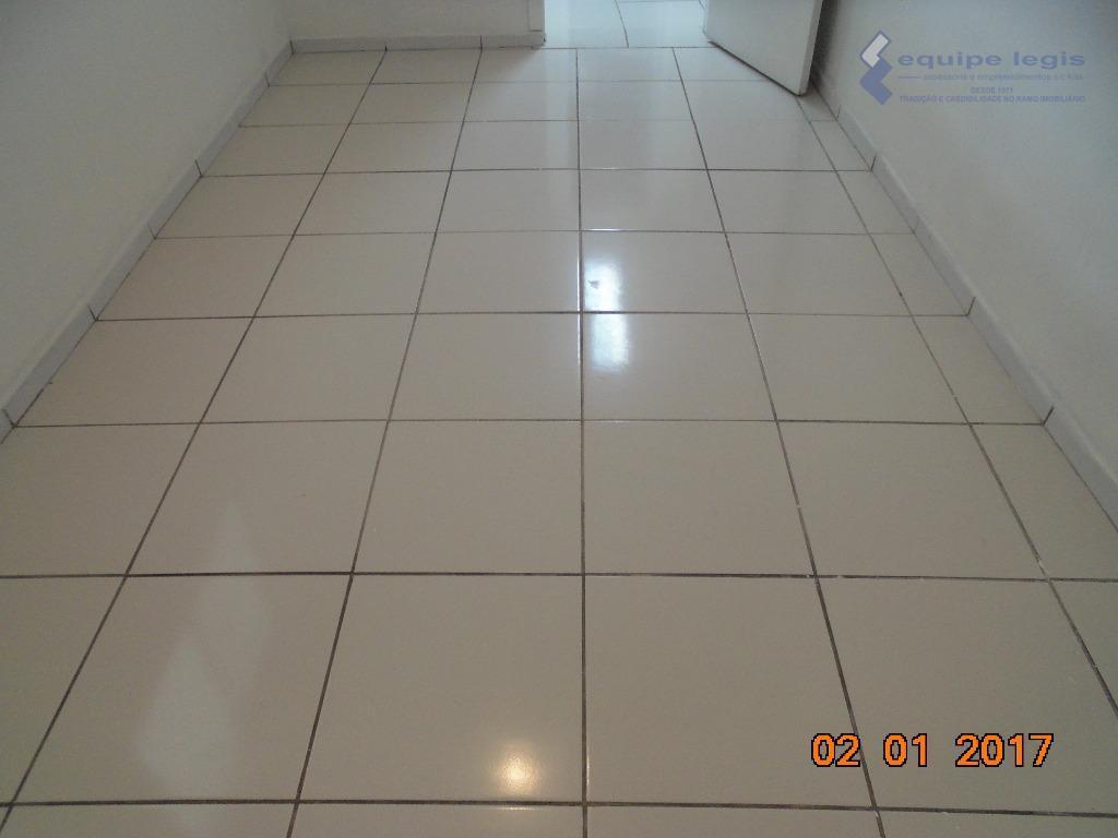 casa residencial com: 01 quarto, sala, cozinha, banheiro e lavanderia// ponto de referencia: o imóvel é...