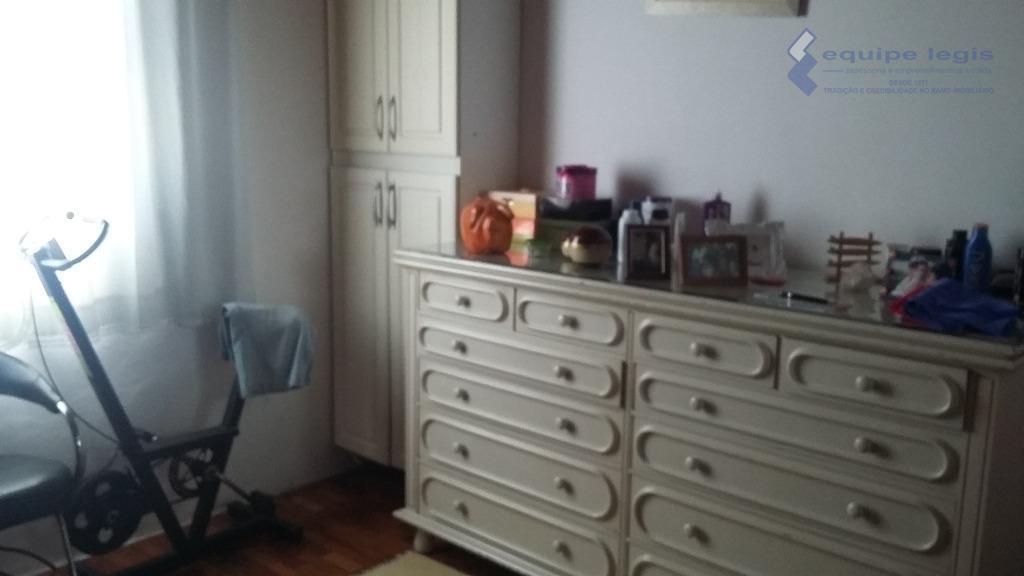 casa com edicula bem localizada, casa da frente 2 dorm. cozinha sala de estar área de...