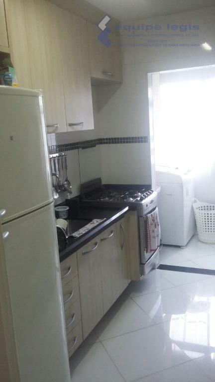 apartamento 2 dorm. sala de estar e jantar, cozinha 1 wc , área de serv. sacada...