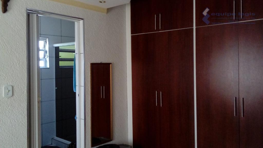 casa com duas salas encima independentes com 1 wc,parte inferior com dois dormitórios uma suite, sala...