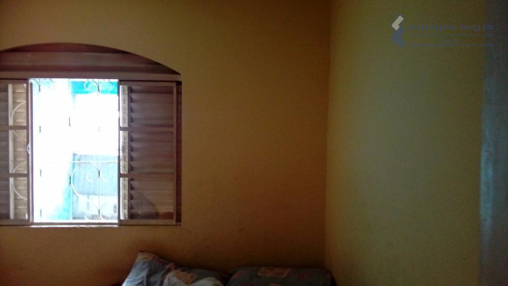 casa com 3 dormitórios, sala, cozinha, banheiro, área de serviço, corredor lateral, 2 vagas de garagem,...