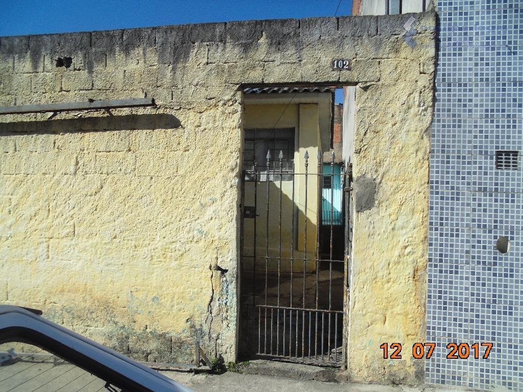 casa residencial com: 01 quarto, sala, cozinha, banheiro, varanda e área de serviço.// ponto de referência:...