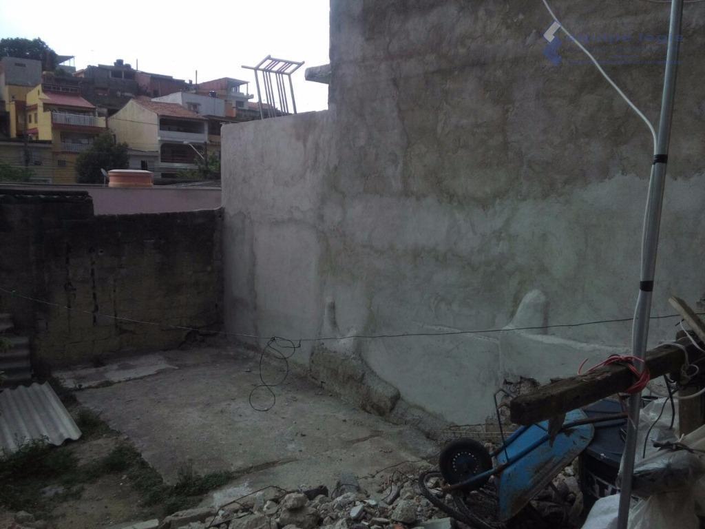terreno com casa antiga, 2 dormitórios, cozinha e banheiro, medindo 6,42 x 25,50, totalizando 164 m2....