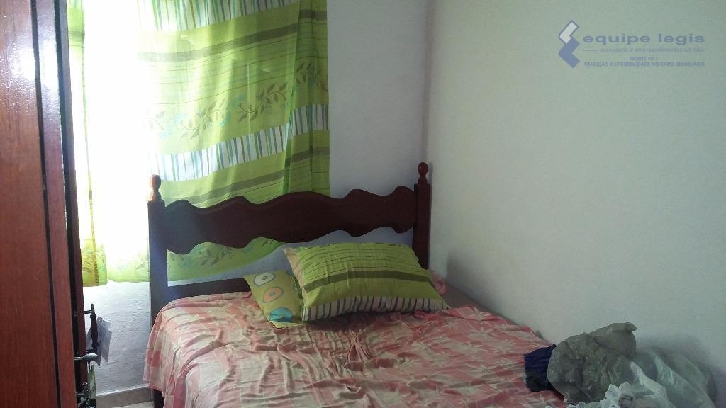 apartamento médio,com 2 dormitórios, sala,cozinha,wc,a/de serviço, 1 vaga descoberta,todo mobiliado,2 camas de casal,2 guarda roupas,armários na...