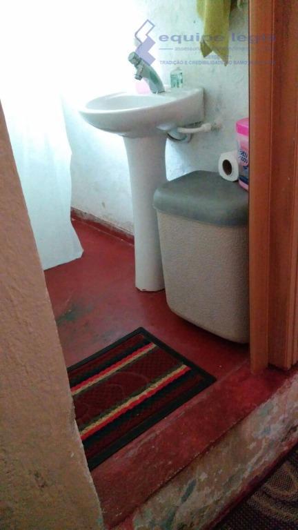 casa com 3 dormitórios, sala, cozinha, 2 banheiros, área de serviço, quintal, 6 vagas de garagem,...