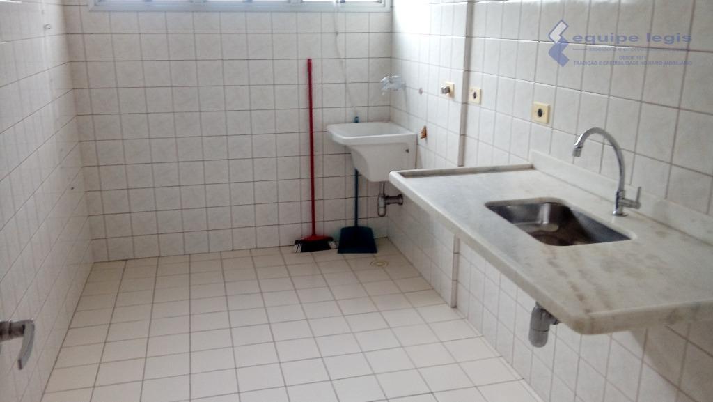 apartamento com 2 dormitórios, sala, cozinha, banheiro, área de serviço, sacada, 1 vaga de garagem, laminado...