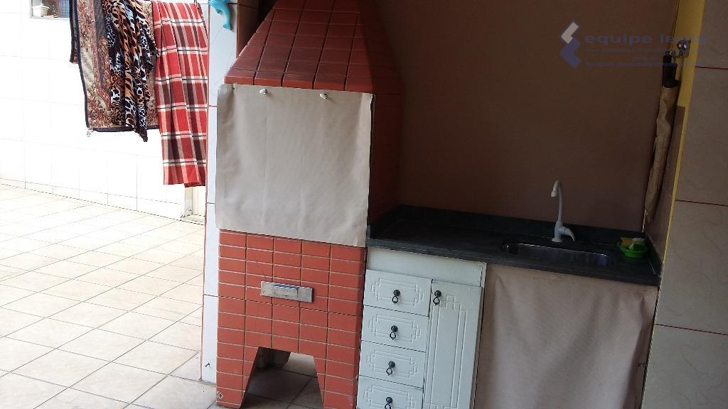 casa com 2 dormitórios,sala, cozinha planejada,1 despensa,2 banheiros, 1 corredor lateral,área de serviço, churrasqueira + 1...