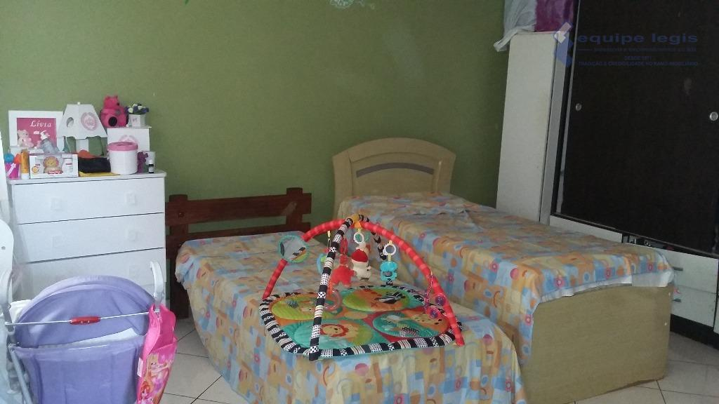 ótima casa com 2 dormitórios, sala, cozinha, banheiro, área de serviço 2 vagas quintal, corredor lateral,pode...