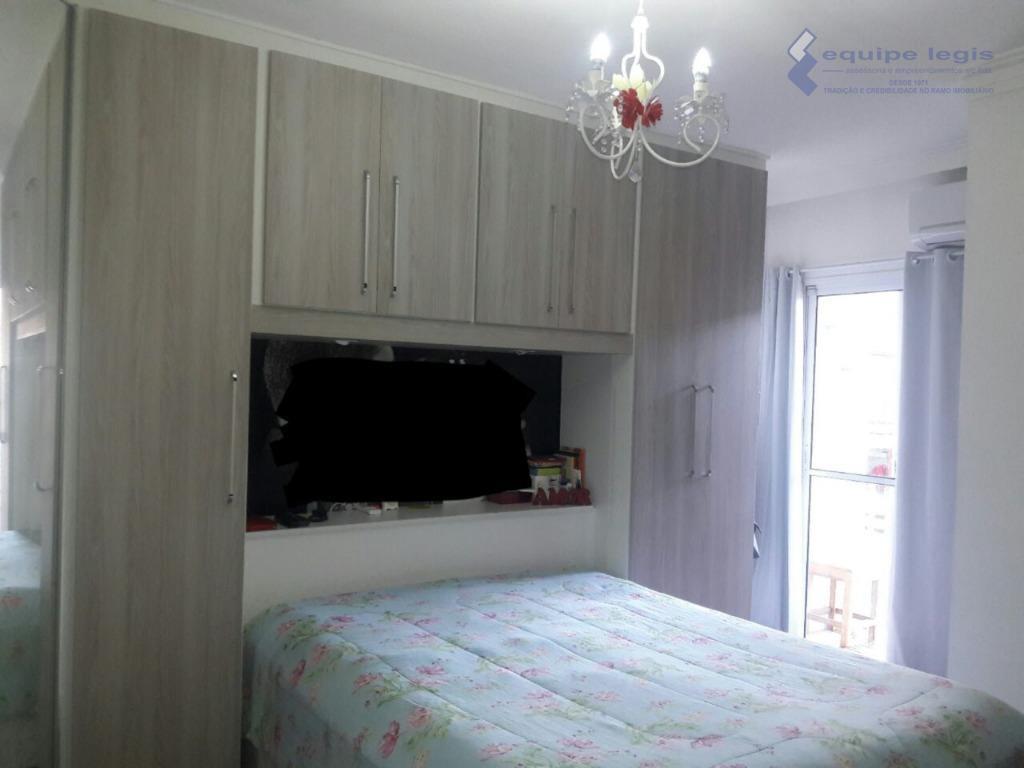 sobrado com 3 dormitórios, sendo 1 suíte, sala, cozinha americana, área de serviço, lavabo, 2 banheiros,...