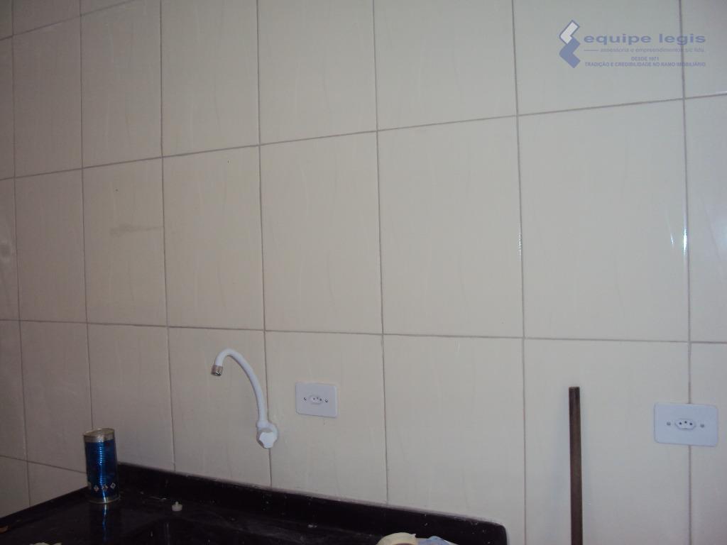 casa residencial com: 01 quarto, sala, cozinha, banheiro e área de serviço// ponto de referência: o...