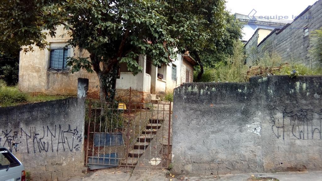 terreno com uma casa antiga de 2 dormitórios, sala, cozinha, banheiro, área total de 1.939,85 m2.boa...