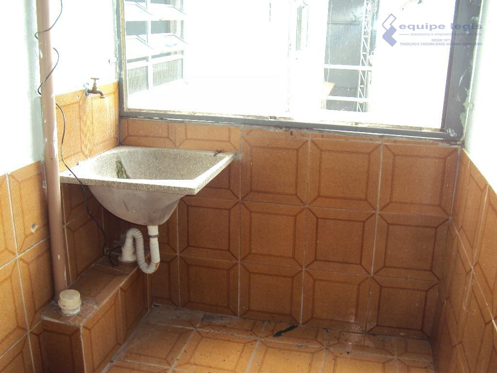 casa residencial com: 01 quarto , sala, cozinha, banheiro, área de serviço e 01 vaga na...