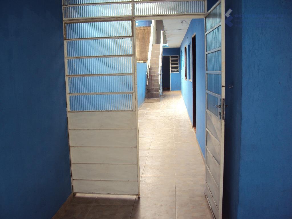 casa residencial com: 03 dormitórios, sala, cozinha, banheiro, área de serviço, lavanderia, quintal e garagem para...