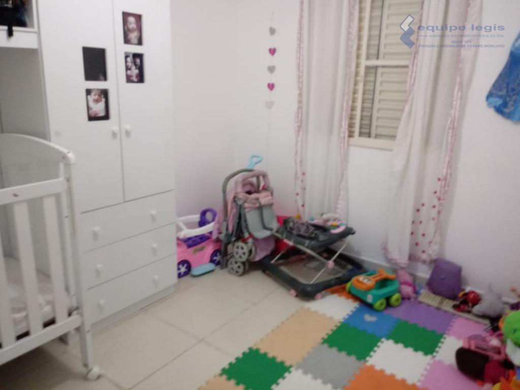 partamento com 2 dormitórios, sala, cozinha, banheiro, área de serviço 1 vaga coberta,salão de festa, playground,quadra...