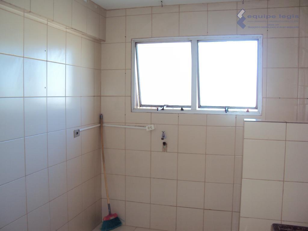 apartamento residencial com: 02 dormitórios, sala, cozinha, banheiro, área de serviço e 01 vaga na garagem//...