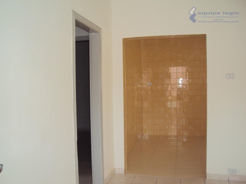 casa residencial com: 03 dormitórios, sala, copa, cozinha, lavanderia, banheiro, varanda, entrada para carro e garagem//...