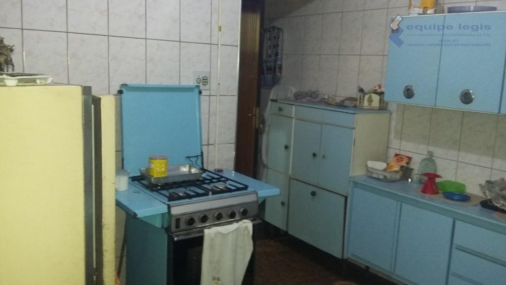 casa com 1 dormitório, sala, cozinha, banheiro,área de serviço,não tem garagem, metragem do terreno 4,35m de...