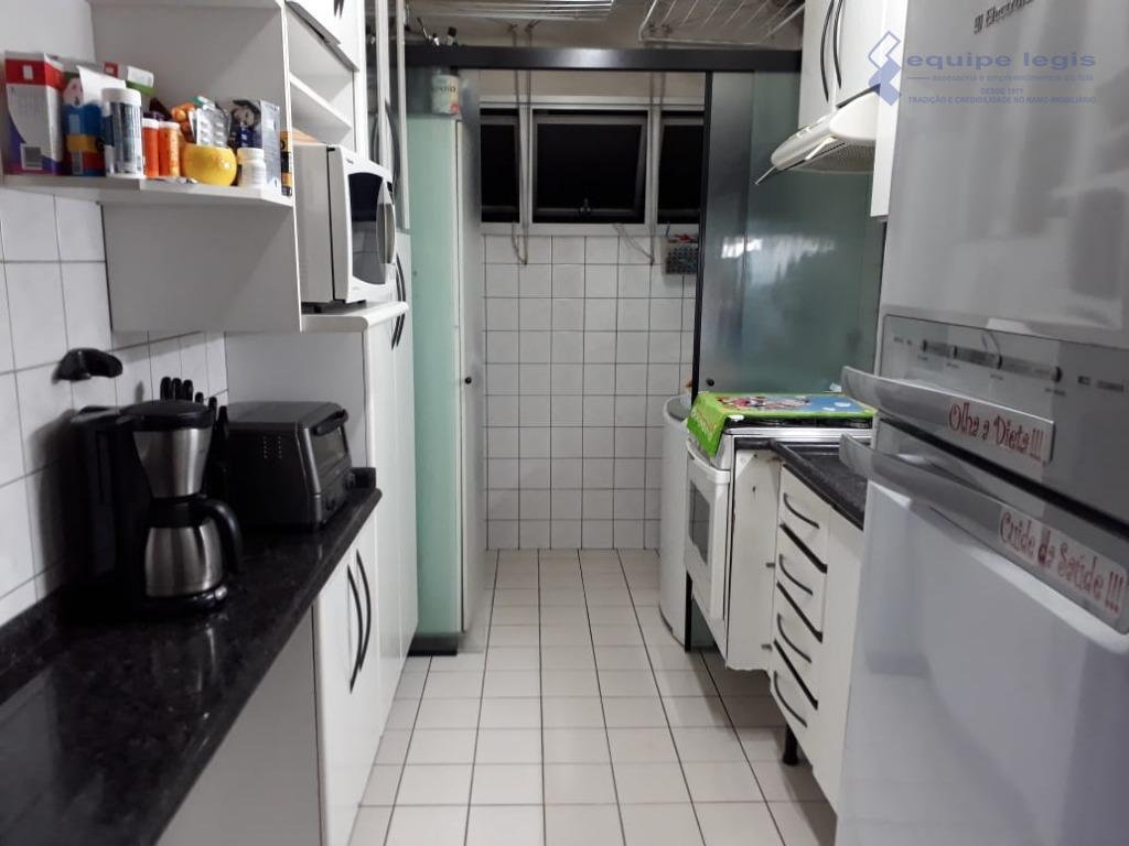 ótimo apartamento próximo ao centro de itaquera, ao lado da faculdade castelo,com 2 dormitórios,sala,cozinha,banheiro,área de serviço...