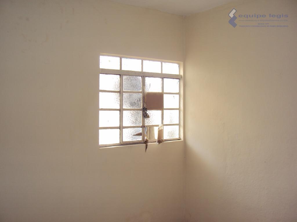 casa com: 01 quarto, sala, cozinha, banheiro e área de serviço//ponto de referencia: subindo a avenida...