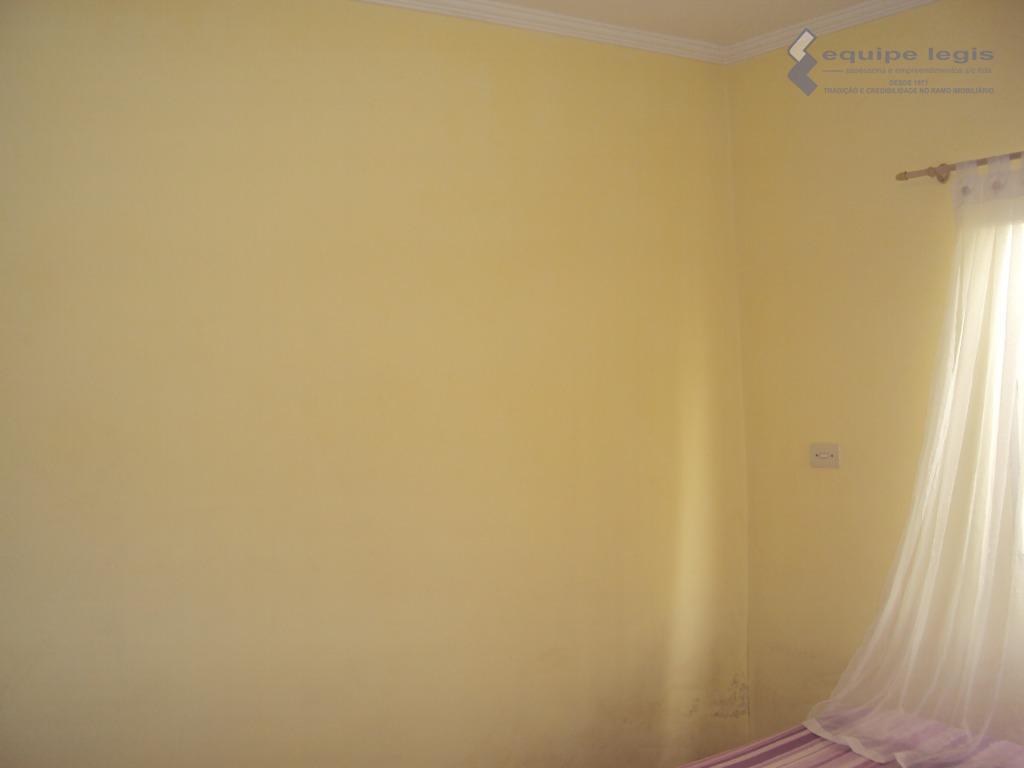 casa com: 03 dormitórios, sala de estar, copa, cozinha,banheiro, área de serviço, quintal,corredor lateral e 02...