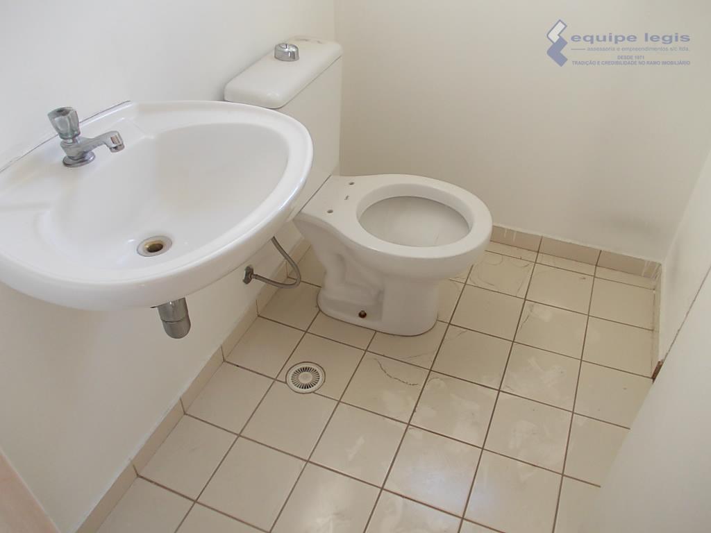 apartamento com 2 dormitórios, sala, cozinha,banheiro, área de serviço, 1 vaga,-imovel c/ pintura nova,-portaria 24 horas,-playground,-salão...