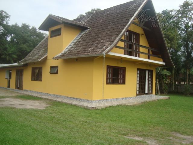 Linda Casa medindo 195 m localizada na Vila das Palmeiras em Morretes