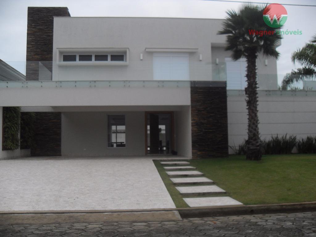 Sobrado à venda no Jardim Acapulco em Guarujá, 6 suítes e lazer