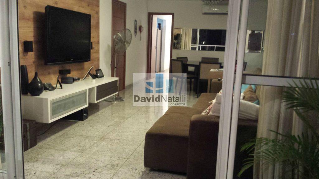 Apartamento de 3 quartos com suíte na Praia do Canto, Vitória.