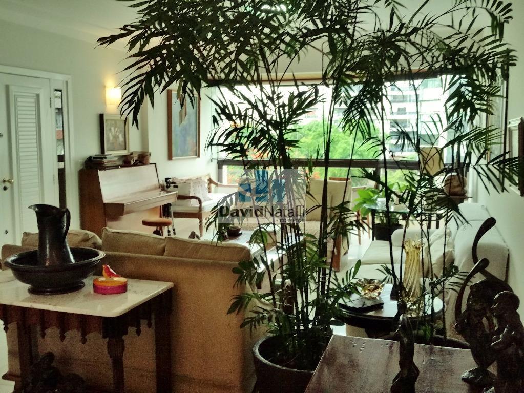 Apartamento 4 quartos com suíte com 200m² na Praia do Canto, Vitória.