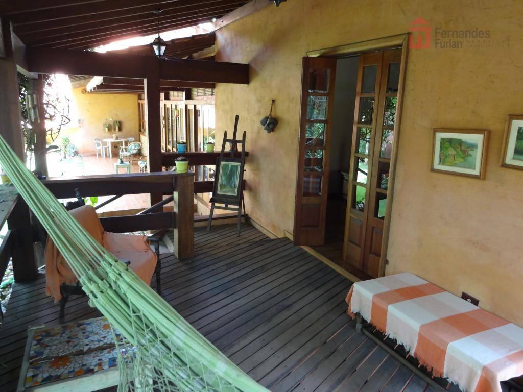 excelente casa estilo colonial com saída para duas ruas, no bairro terras do engenho, com 3...