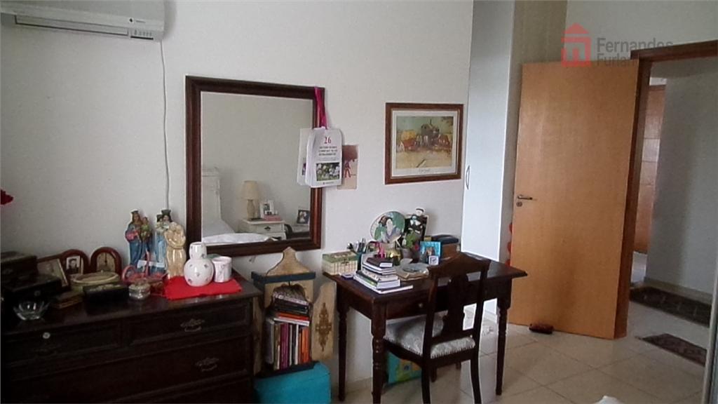 2 dorm com armários, 1 suíte, wc social, sala, cozinha americana, varanda, 2vgs, lavanderia e amplo...