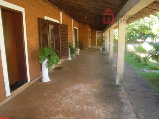 alto padrão contendo - construída em tijolo a vista, 4 dormitórios, sendo 2 suítes (1 master),...