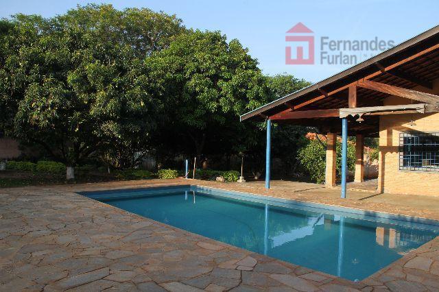 ótima localização próximo a serviços e rodovias, toda murada, com segurança eletrônica piscina grande, salão de...