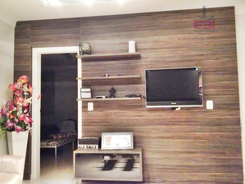 condomínio fechado com apenas 6 casas de alto padrão, em excelente local!segurança total, câmeras de vigilância...