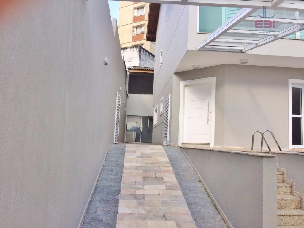 ótimo sobrado com 340m², pronta para morar, em travessa da avenida do guacá.com 3 dormitórios sendo...
