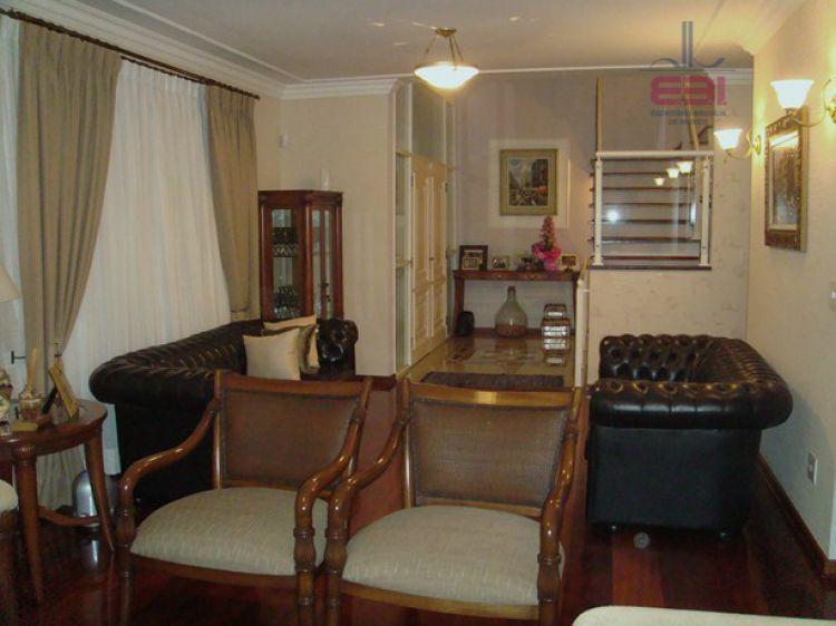 terreno de 2.200 m², casa com 4 suítes, sala de tv, copa/cozinha, despensa, escritório, piscina aquecida...