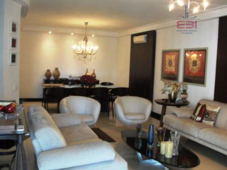 lindíssimo apartamento com decoração de bom gosto, 3 suítes, repleto de armários, sala ampla, lareira, terraço...