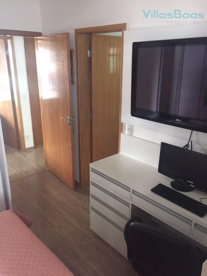 belo apartamento 152m², com 3 dormitórios piso dura flor com armários e ar condicionado sendo 2...