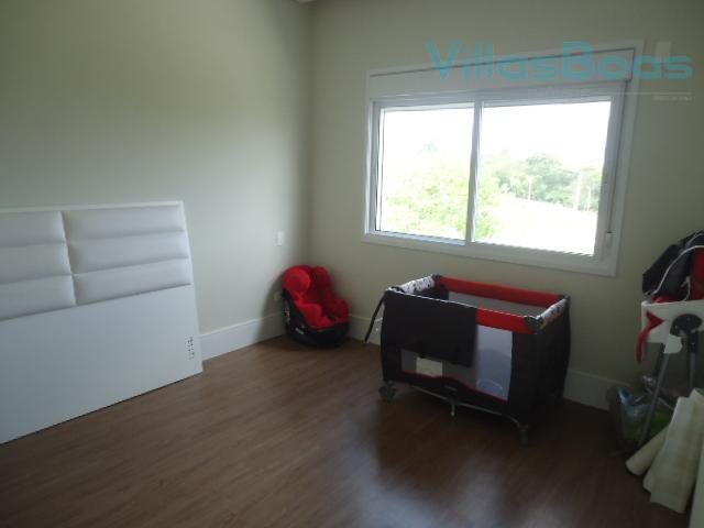 casa em condomínio fechado, moderna, e cheia de requinte;terreno de 770m², com 440m² de construção;04 dormitórios...