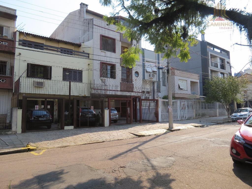 Casa residencial à venda, Rio Branco, Porto Alegre.