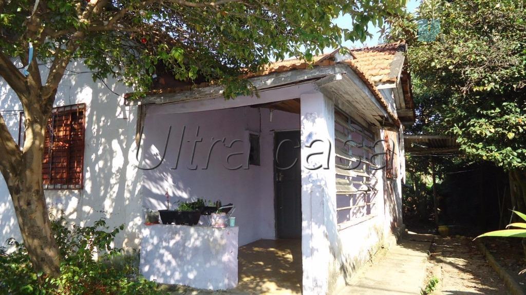 terreno com localização privilegiada de 800 m2, contendo uma pequena casa de 54 m2. ideal para...