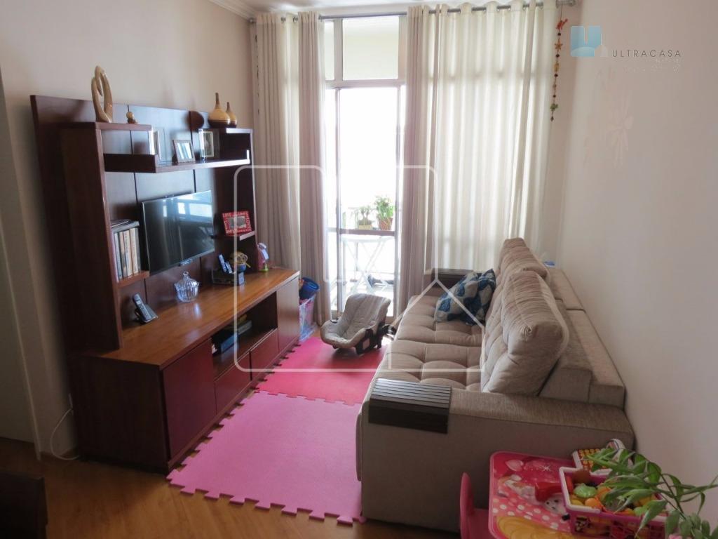 Apartamento pronto para morar, repleto de armários.