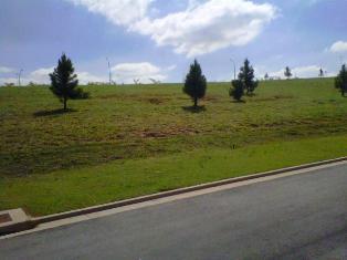 terreno plano com uma topografia maravilhosa,em um dos melhores condomínios da granja, próximo ao shopping e...