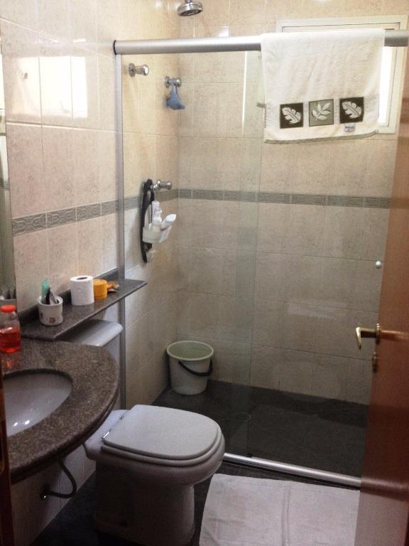 casa em condomínio fechado com portaria 24 horas e lazer completo no condomínio, sendo piscina coberta...