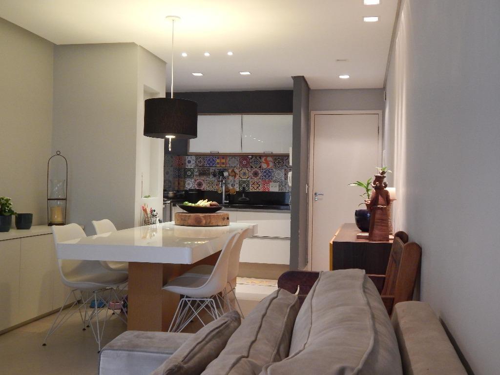 apartamento com 3 dormitórios, sendo uma suíte, excelente acabamento, repleto em armários de ótima qualidade em...