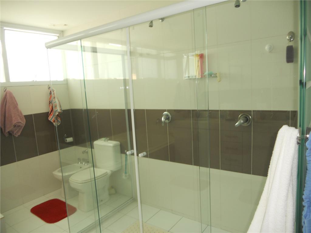 linda casa com 4 dormitórios sendo 3 suítes, duas simples e uma master, sala living, sala...