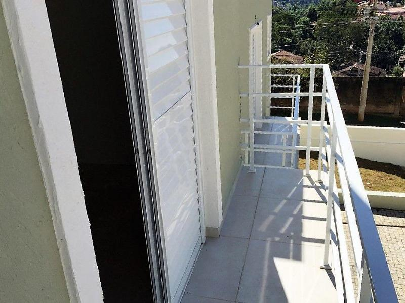 condomínio com 10 sobrados, sendo 2 totalmente isolados e 8 geminados, portão eletrônico com controle remoto,...