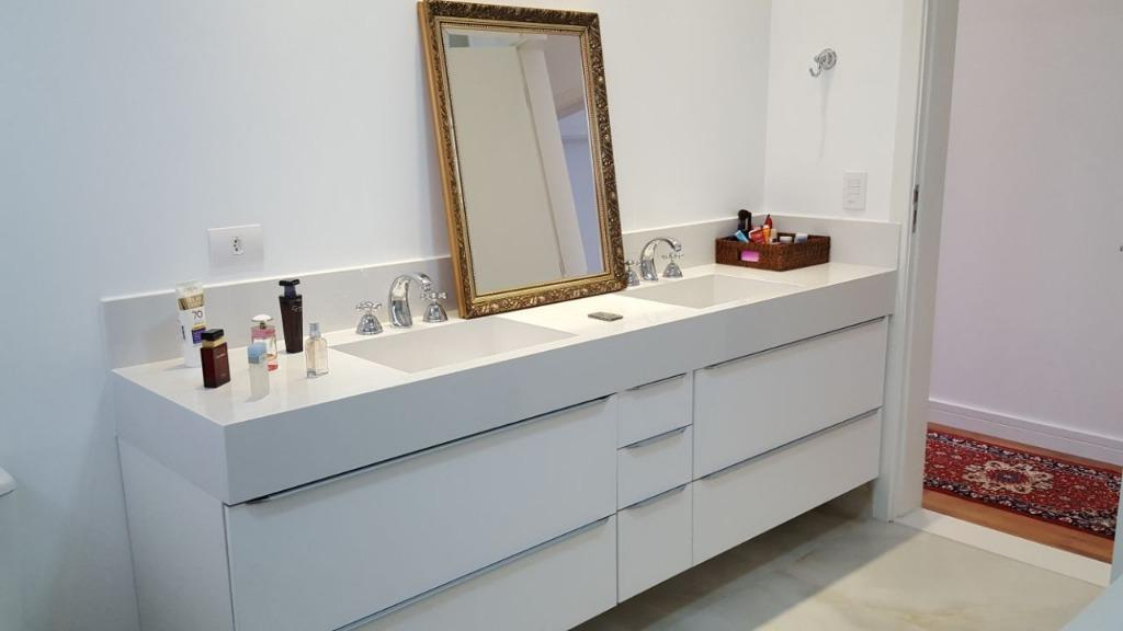 casa de alto padrão, totalmente clean, com 5 dormitórios sendo 4 amplas suítes (uma master) com...