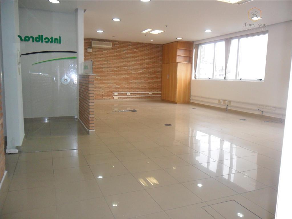 ampla sala comercial, com 105m² de área privativa, dividida em sala principal, sala de reunião, sala...